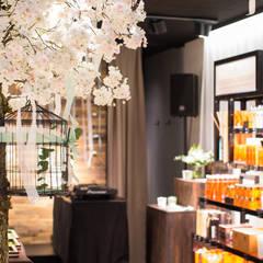 Visual Design: Eröffnung Rituals Store Zürich Bahnhofstrasse:  Geschäftsräume & Stores von The Harrison Spirit