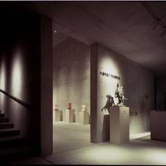 展示室エントランス: 株式会社ラウムアソシエイツ一級建築士事務所が手掛けた美術館・博物館です。