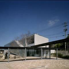壱岐文化ホールからの渡り廊下: 株式会社ラウムアソシエイツ一級建築士事務所が手掛けた美術館・博物館です。