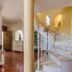Projekty,  Schody zaprojektowane przez Home & Haus | Home Staging & Fotografía