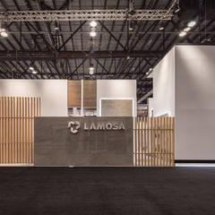 Stand Ventura : Centros de exhibiciones de estilo  por Local 10 Arquitectura