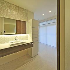 寝室→WIクローゼット→洗面→脱衣・家事スペース→浴室: エヌスペースデザイン室が手掛けたサンルームです。