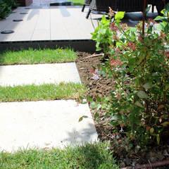 Jardín privado vivienda adosada: Jardines de estilo  de SOiL arquitectura del paisaje