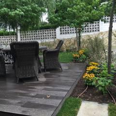 Jardín privado vivienda adosada: Jardines de estilo  de LASUMA paisajistak