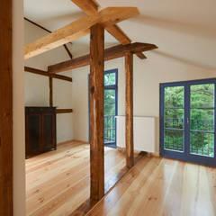 Schlafzimmer Dachgeschoss:  Schlafzimmer von Gabriele Riesner Architektin