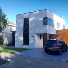 Wit gestucte Woning Prinsenbeek Moderne huizen van Nico Dekker Ontwerp & Bouwkunde Modern Hout Hout