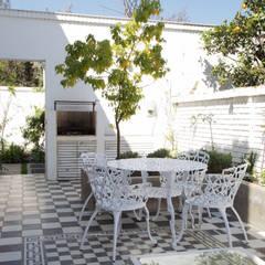 Remodelación Brown en Santiago por RENOarq: Terrazas  de estilo  por RENOarq