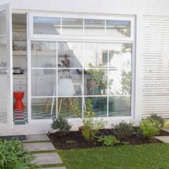 Remodelación Brown en Santiago por RENOarq: Jardines de invierno de estilo  por RENOarq, Moderno