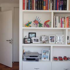 Modern style bedroom by RENOarq Modern
