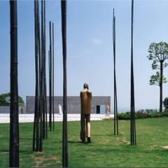 竹藪の男・池越にポーチ: 株式会社ラウムアソシエイツ一級建築士事務所が手掛けた美術館・博物館です。