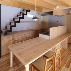 27坪のワクワクしながら暮らせる家 ラスティックデザインの ダイニング の 芦田成人建築設計事務所 ラスティック 木 木目調