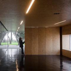 Pavilhão PINC: Escritórios e Espaços de trabalho  por Clínica de Arquitectura,Industrial OSB
