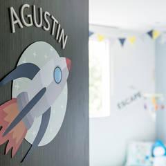 Cuarto de Agustín: Habitaciones infantiles de estilo  por Little One