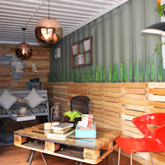 Container Living:  Living room by Acton Gardens,