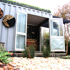 Roof garden on container home:  Houses by Acton Gardens