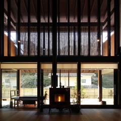 Living room by 株式会社 鎌倉設計工房