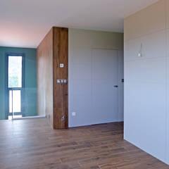 Vivienda en Veigue: Estudios y despachos de estilo  de AD+ arquitectura