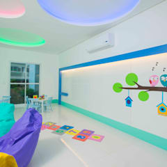 Nursery/kid's room by OIKE Arquitetos
