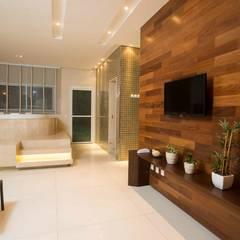 Spa de estilo  por OIKE Arquitetos