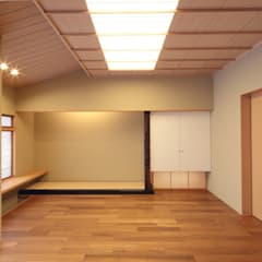 Salas multimedia de estilo  de 株式会社 北島建築設計事務所