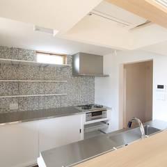 Kitchen by 株式会社 北島建築設計事務所