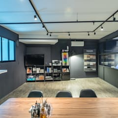 Yandt & Civic Paints:  Offices & stores by Y&T Pte Ltd