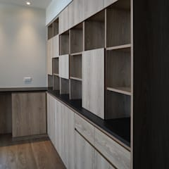 Moderner Flur, Diele & Treppenhaus von ISQ 質の木系統家具 Modern