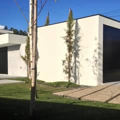 casa JL: Garagens e arrecadações  por arquitetura.501