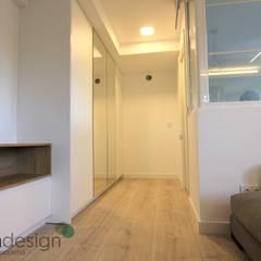 Apartamento Nórdico: Vestidores de estilo  de Danma Design