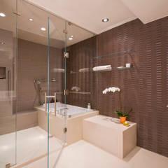 McLean Transitional :  Bathroom by FORMA Design Inc.