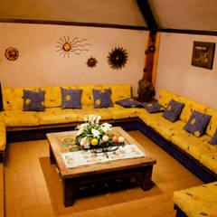 CASA CAMPESTRE-RL: Salas de estilo rústico por RIVERA ARQUITECTOS