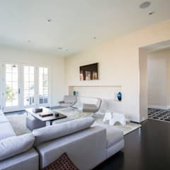Craftsman Modern:  Living room by FORMA Design Inc.