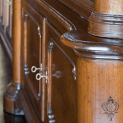 Bar Room Details: classic Media room by Kellie Burke Interiors