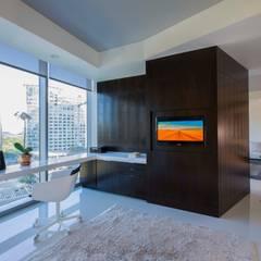 Skyline Flat in Rosslyn: modern Study/office by FORMA Design Inc.