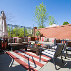 Loft in Arlington :  Patios & Decks by FORMA Design Inc.