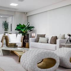 Residência m&m Varandas, alpendres e terraços clássicos por okha arquitetura e design Clássico