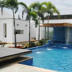 PISCINA CASA BLANCA,  Cali - Colombia: Conjunto residencial de estilo  por ION arquitectura SAS