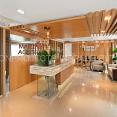 Reception cum waiting area:  Commercial Spaces by ICON PROJECTS INSPACE PVT.LTD