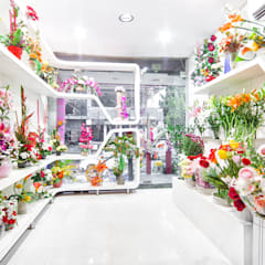 just flowers green park:   by Total Interiors Solutions Pvt. ltd. ,