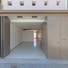 Casa Peres de Sousa - Porto: Garagens e arrecadações  por Francisco Barata Fernandes, Arquitectos