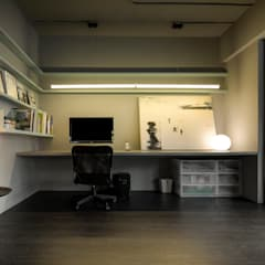 minimalistic Study/office by 磨設計