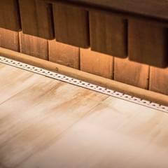 Detalhe - ralo linear: Terraços  por Fragmento Arquitetura