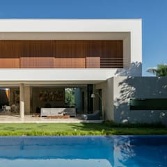 Residência Guaicá: Piscinas minimalistas por Padovani Arquitetos + Associados