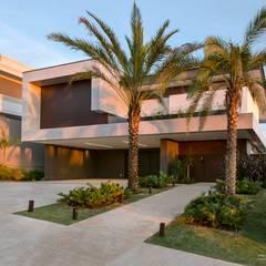 منازل تنفيذ Padovani Arquitetos + Associados , تبسيطي