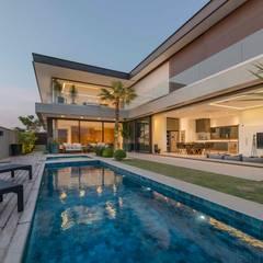 Zwembad door Padovani Arquitetos + Associados
