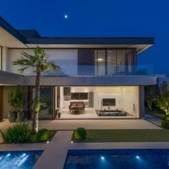 Houses by Padovani Arquitetos + Associados, Minimalist