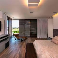 غرفة نوم تنفيذ Padovani Arquitetos + Associados, تبسيطي