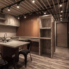 名人陳宅:  廚房 by DS&BA Design Inc 伊國設計