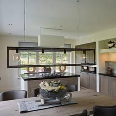 Landelijke woning Bleskensgraaf:  Keuken door Brand BBA I BBA Architecten