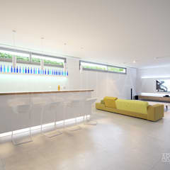 Interior, sala polivalente: Salas multimedia de estilo  de ARQuitrazos